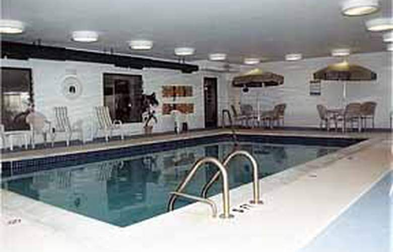 Sleep Inn & Suites (Lincoln Park) - Pool - 4