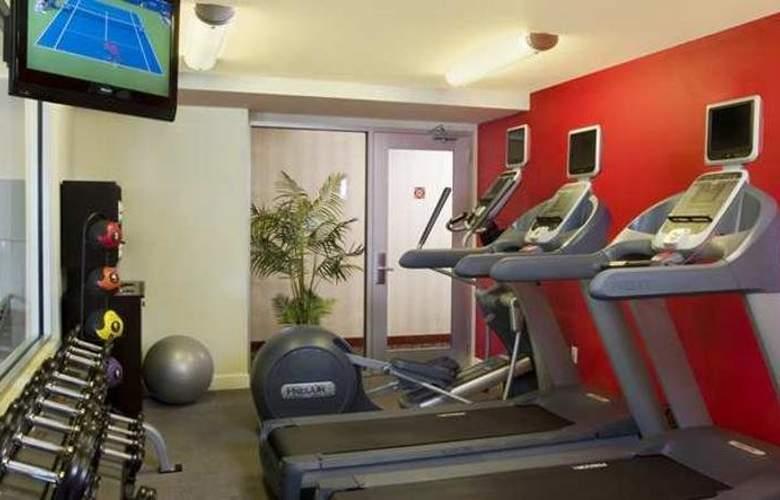Hilton Garden Inn Queens/JFK Airport - Sport - 18
