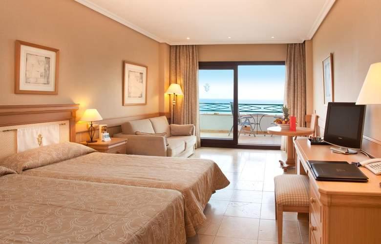 SH Villa Gadea - Room - 15