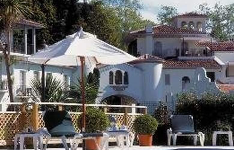 Chateau de Brindos - Pool - 6