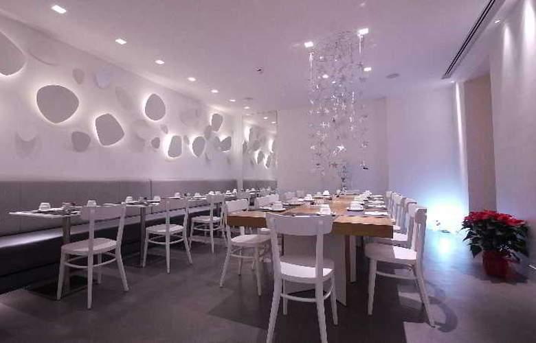 White - Restaurant - 9