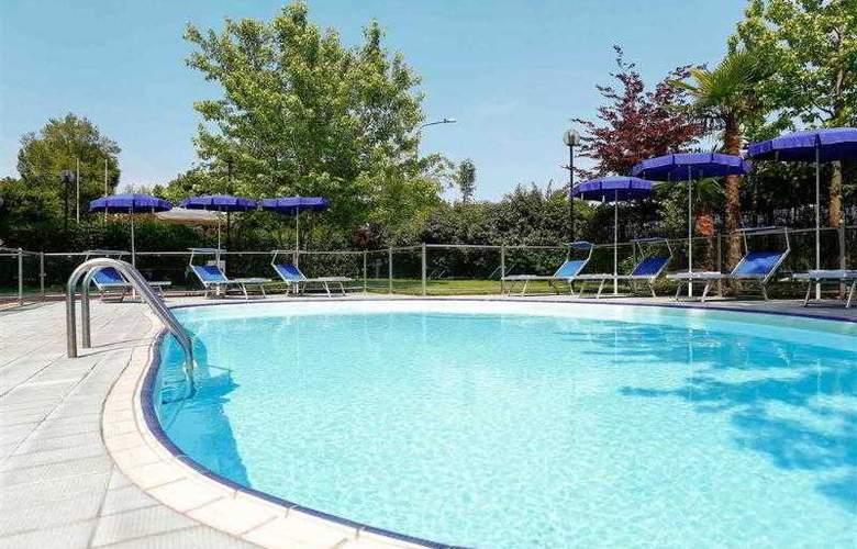 Novotel Torino Corso Giulio Cesare - Pool - 3