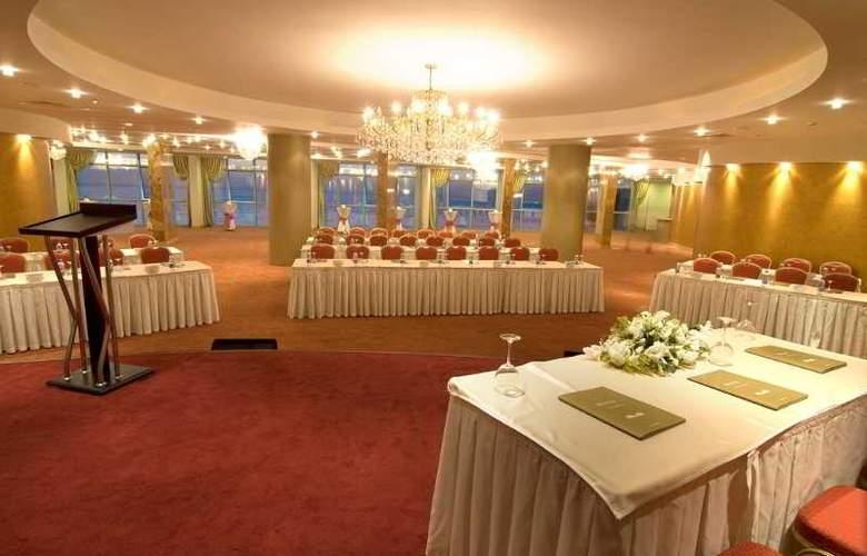 Charisma De luxe - Conference - 30