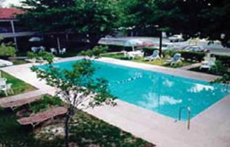 Travelodge La Hacienda - Pool - 3