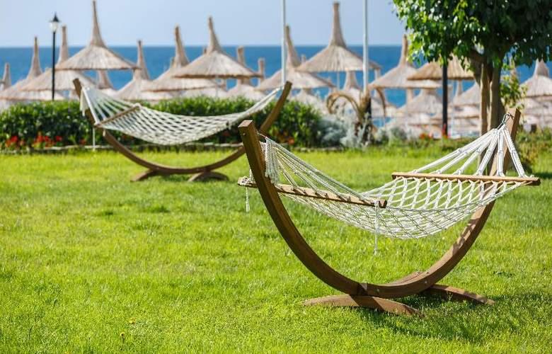 Novia Lucida Beach Hotel - Terrace - 26