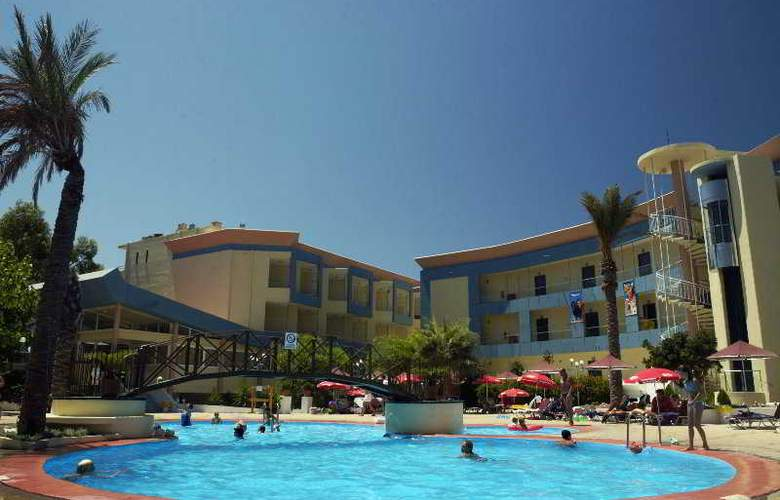 Sunland Holiday Resort - Pool - 11