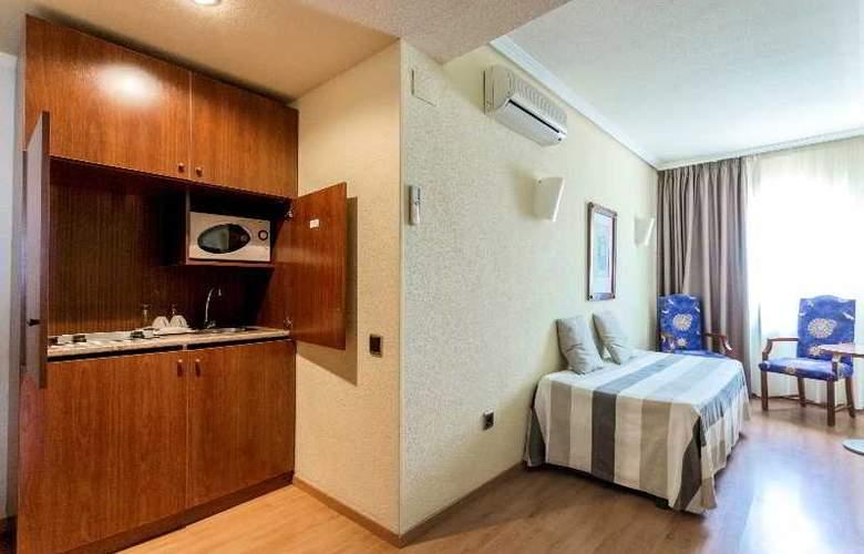 Apartamentos Torreluz - Room - 11