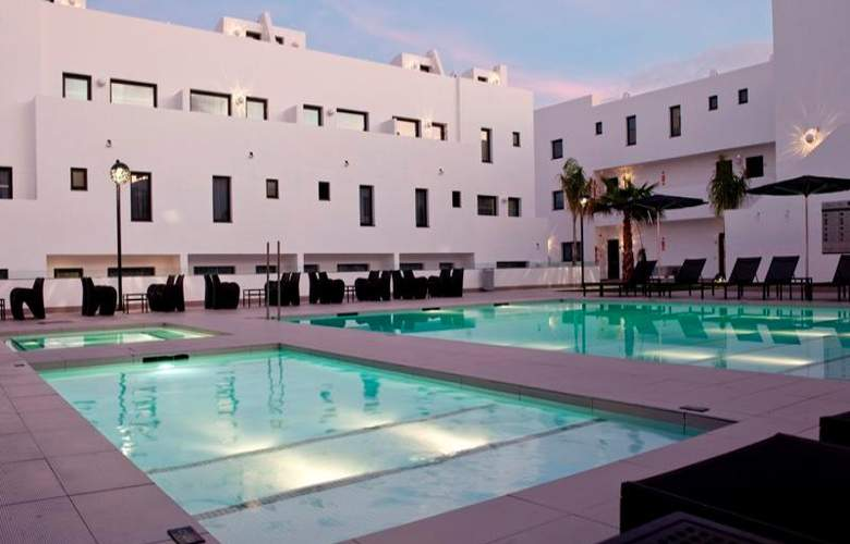 Migjorn Ibiza Suites And Spa - Pool - 12