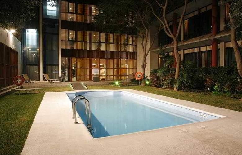 Hotel Escuela Santa Cruz - Pool - 2