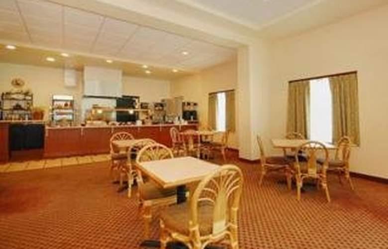 Clarion Suites Central - Bar - 5