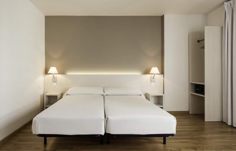 Ilunion Valencia 3 - Room - 8