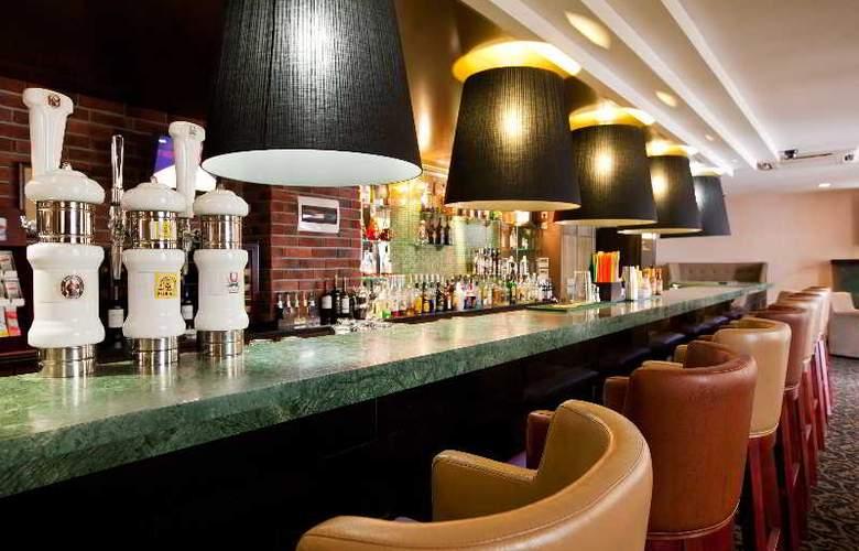 Benefit Plaza - Bar - 7