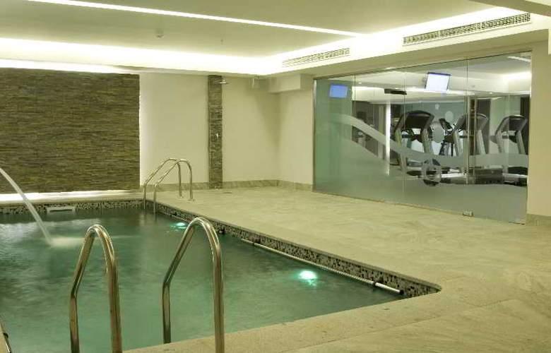 Kennedy - Pool - 12