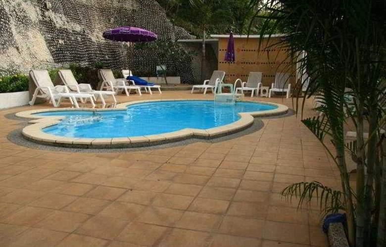 Tri Trang Beach Resort - Pool - 10