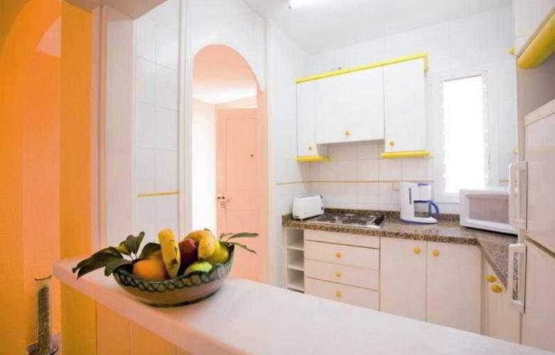 Apartamentos Fenix Beach - Room - 3