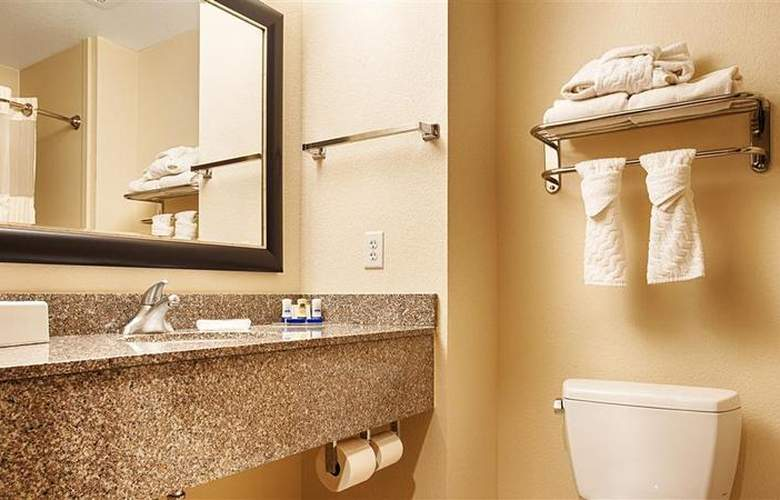 Best Western Plus Chain Of Lakes Inn & Suites - Hotel - 39