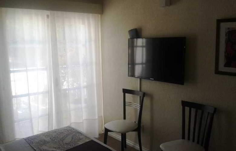 Joan Miro Hotel - Room - 5