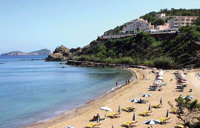 Invisa Hotel Cala Verde - Beach - 4