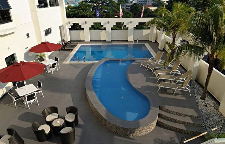Hotel Sentral Johor Bahru - Pool - 3