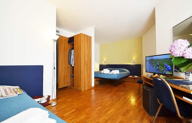 Mistral 2 - Room - 5