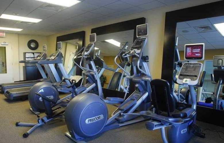 Hilton Garden Inn Hampton Coliseum Central - Sport - 9