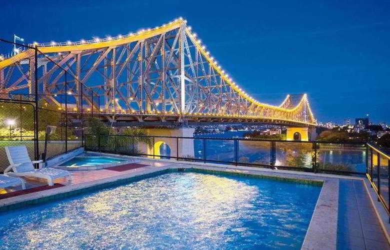 Oakwood Hotel & Apartments Brisbane - Pool - 9