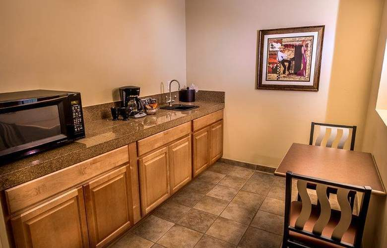 Best Western Arroyo Roble Hotel & Creekside Villas - Room - 54