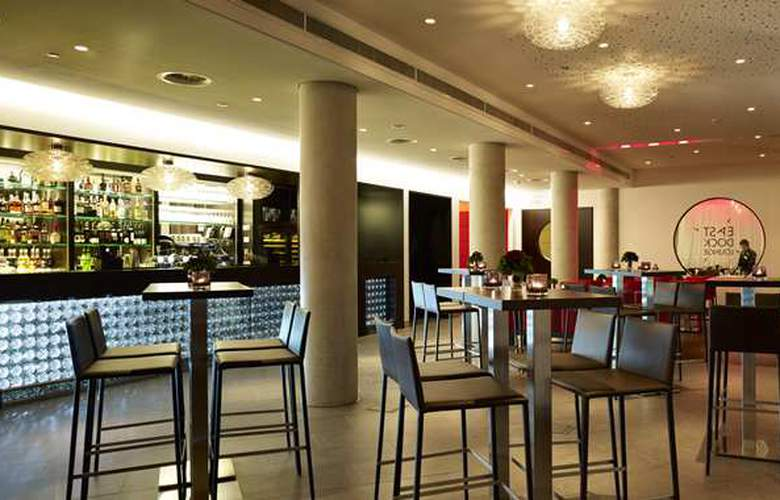 DoubleTree by Hilton Amsterdam Centraal Station - Bar - 3