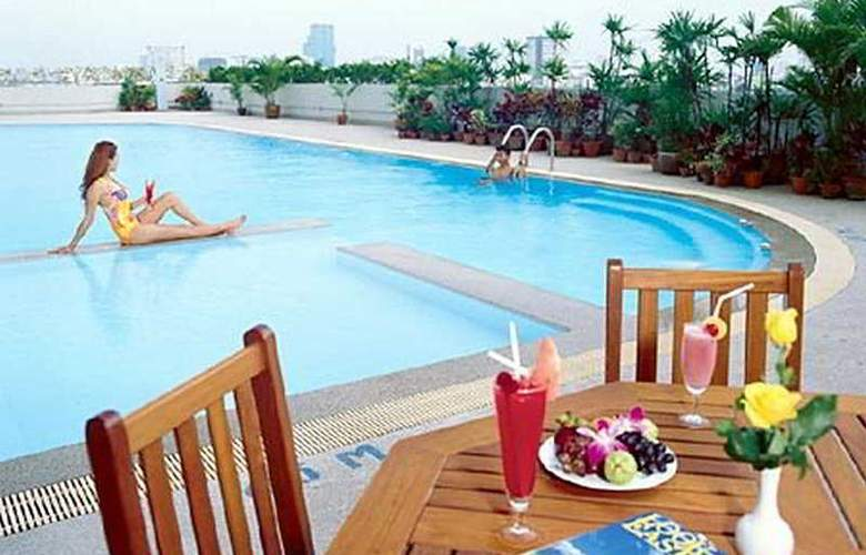 Golden Tulip Sovereign (formerly Radisson Bangkok) - Pool - 6