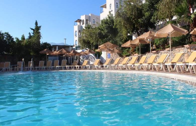 Arminda - Pool - 10