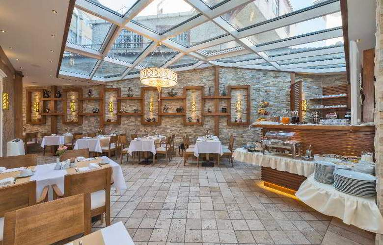 The Million Stone Hotel - Restaurant - 3