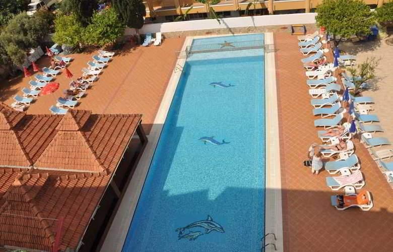Cats Garden Studio & Apartments - Pool - 2