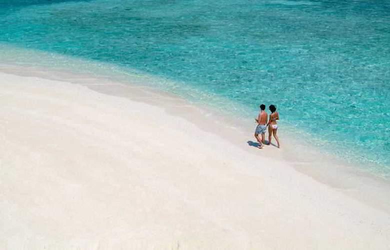 Coco Bodu Hithi - Beach - 22