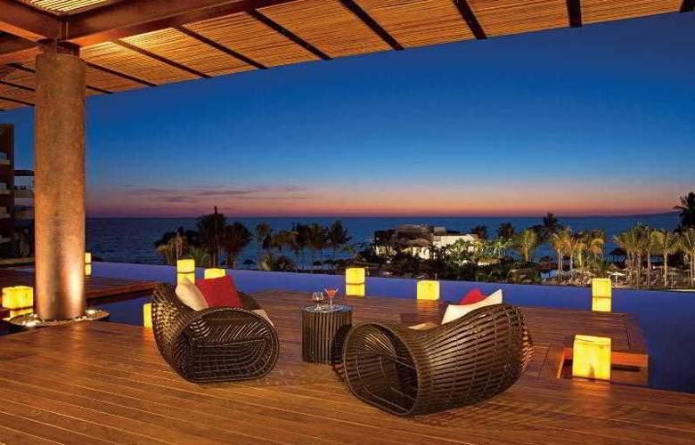 Secrets Vallarta Bay Resorts & Spa Adults Only - Terrace - 8