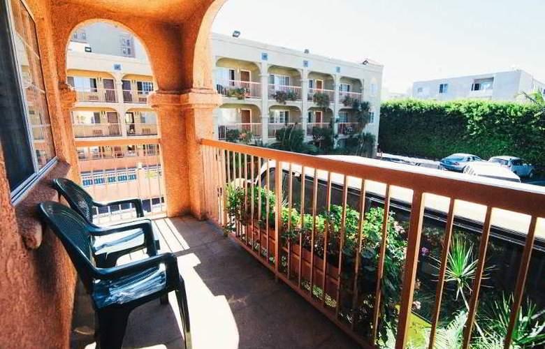 Solaire Los Angeles - Terrace - 16