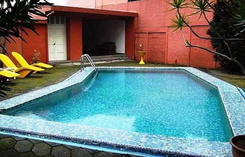 Los Yoses - Pool - 0