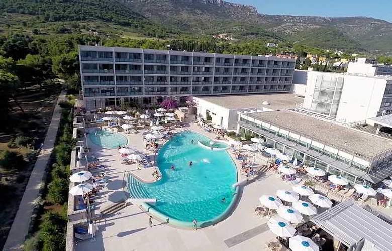 Bluesun Hotel Elaphusa - Beach - 24