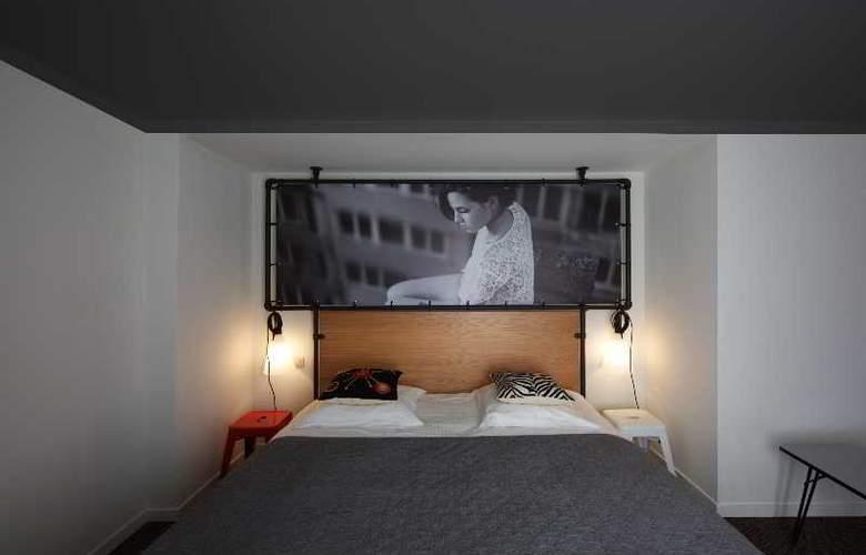 Zoom - Room - 8