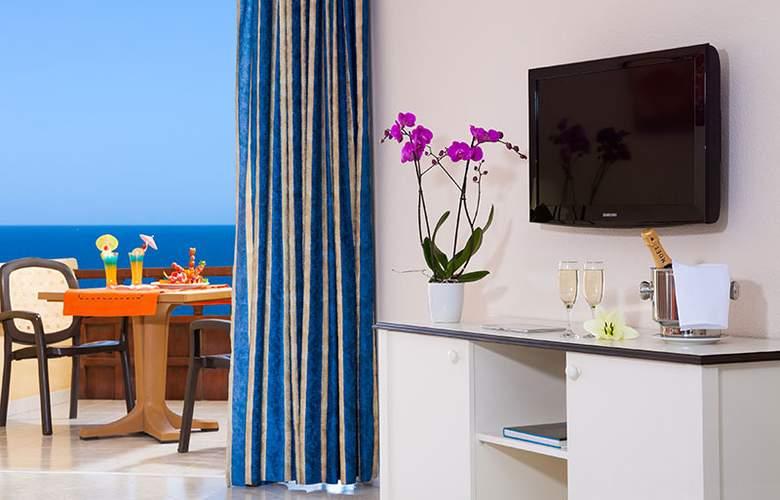 Club Marina Tenerife - Room - 7