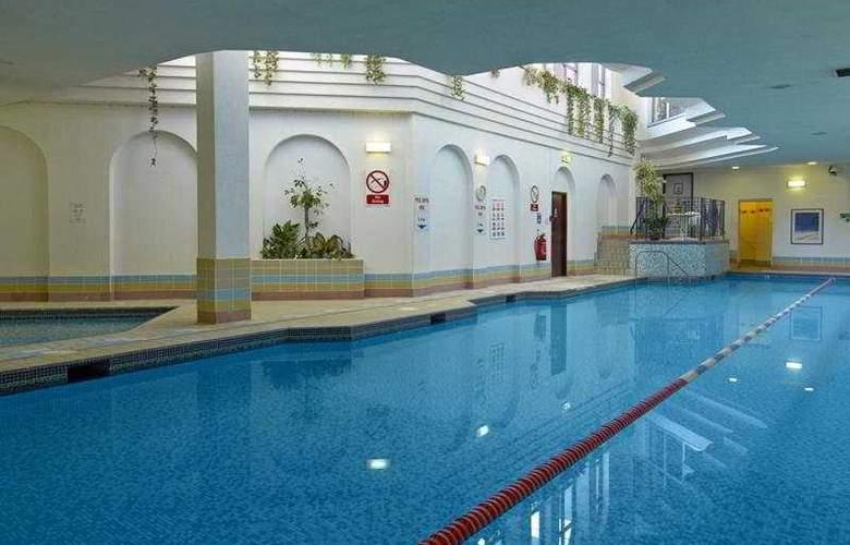 Copthorne Effingham Gatwick - Pool - 1