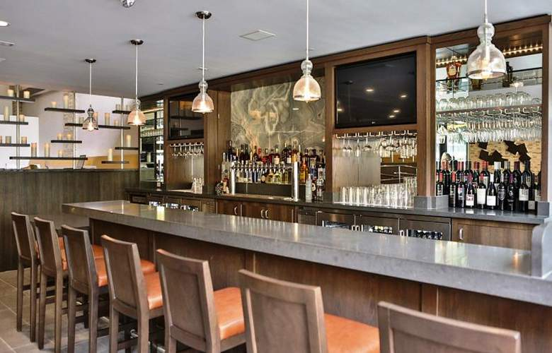 Doubletree by Hilton Los Angeles Downtown - Bar - 21