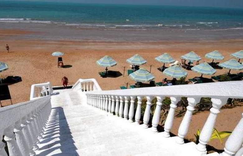 Bin Majid Beach Hotel - Beach - 13