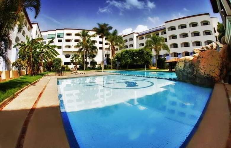 Gran Plaza Hotel & Convention Center - Pool - 6