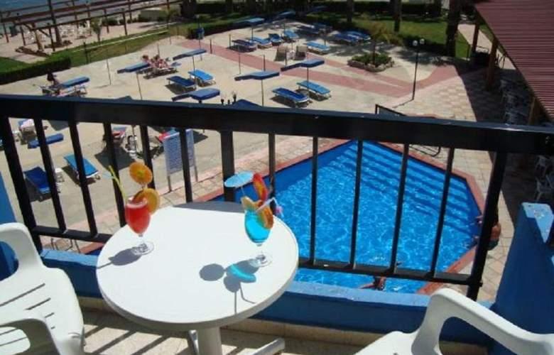 Evalena Beach Hotel Apts - Room - 7