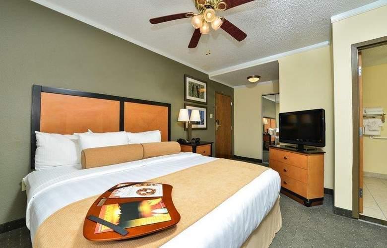 Best Western Plus St. Charles Inn - Room - 65