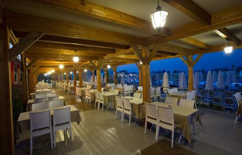 Water Side Delux Resort - Terrace - 147