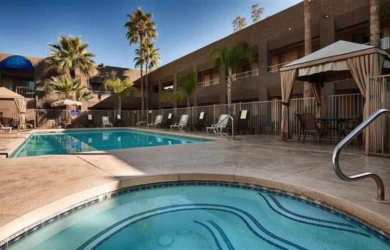 Best Western Plus Innsuites Phoenix Hotel & Suites - Pool - 76