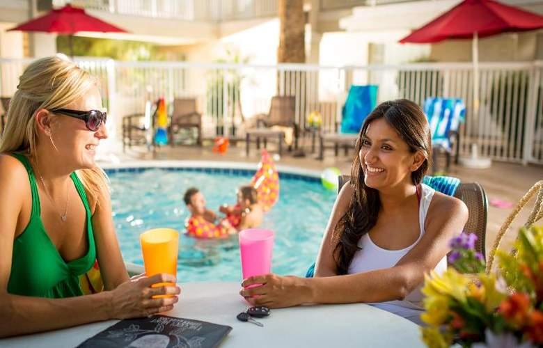 Hampton Inn & Suites Phoenix- Tempe -ASU - Pool - 2