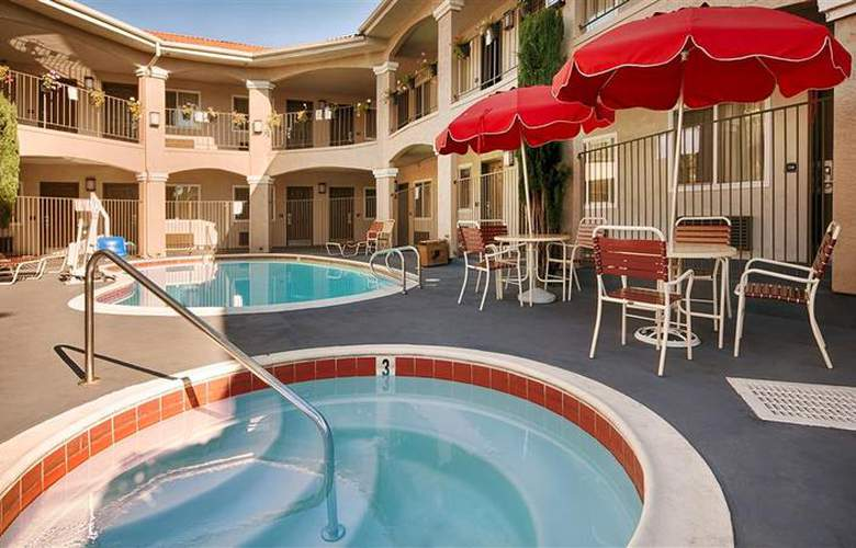 Best Western Santee Lodge - Pool - 34