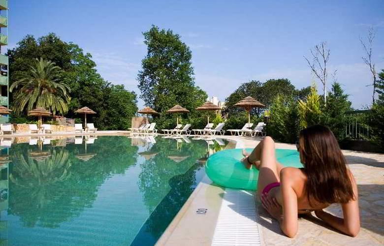 Ariti Grand Hotel - Pool - 15